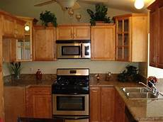 best color with cherry cabinets colors with maple cabinets cinnamon maple cabinets
