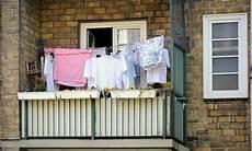 Wäsche Trocknen Balkon - 875 3305 hemden und bettw 228 sche auf einem balkon in hamburg