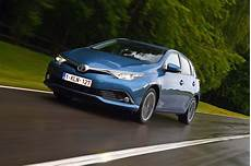Toyota Auris Hybrid Probleme - new toyota auris 2015 review auto express