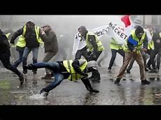 Quot Gilets Jaunes Quot Des Affrontements Sur Les Chs Elys 233 Es
