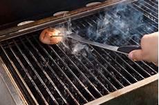 grill reinigen hausmittel zwiebel cola co tipps zum grill reinigen kaufland