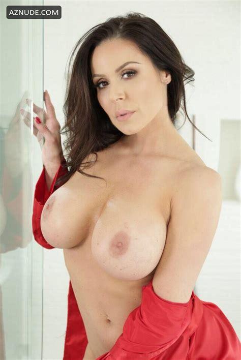 Skinny Huge Tits