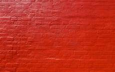 wand rot streichen how to paint brick