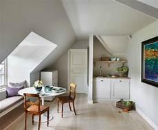 kleine küche mit essbereich k 252 che dachschr 228 ge 50 ideen f 252 r ein auff 228 lliges k 252 chendesign