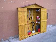 armadietti legno armadio da esterno in legno con armadi da esterno mobili
