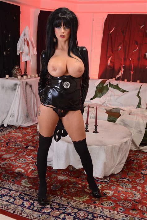 Vanessa Kirby Sexy