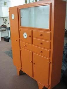 credenze anni 50 una vecchia credenza anni 50 dipinta color arancio ed 232