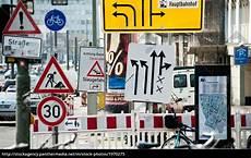 Malvorlagen Verkehrsschilder Xing Stra 223 Enschilder Lizenzfreies Bild 1970275