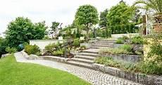 garten hanglage modern pool steinmauer garten hang garten garden