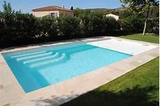 couverture piscine pas cher piscine coque polyester avec couverture automatique en