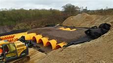 entwässerungsrinne einfahrt pflicht entw 228 sserungsrinne selber bauen hochbeet selber bauen