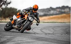 2018 Ktm 790 Duke Look 15 Fast Facts