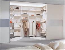 Offener Kleiderschrank Im Schlafzimmer Deutsche Dekor