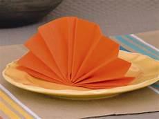 pliage simple serviette papier pliage de serviettes l 233 ventail le b a ba du pliage