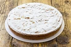 Crema Pasticcera Ricetta Della Nonna | ricetta torta della nonna con crema pasticcera e pinoli non sprecare