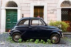 carro antigo fiat 500 fotografia de stock editorial
