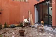 mur ocre pav 233 s et plantations c0657 mires