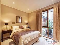 Bedroom Ideas Beige Carpet by Modern Bedroom Design Idea With Carpet Floor To Ceiling