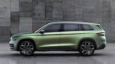 Neuer Suv Skoda - new skoda kodiaq suv spied in production guise for the