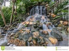 kleiner wasserfall im garten kleiner wasserfall im garten stockfoto bild baum felsen 48211874