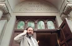 telecamera nascosta bagno donne rabbino guardone in sinagoga spiava le fedeli al bagno
