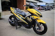 Yamaha Aerox Modif by Aerox 155 Warna Kuning Dimodif Livery 60th Anniversary