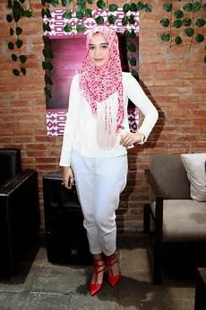 50 Model Zaskia Sungkar Cara Memakai Jilbab