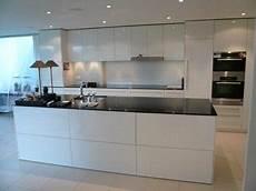 Küche Weiß Modern - moderne k 252 che in hochglanz weiss home k 252 che kitchen