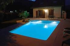 eclairage terrasse piscine eclairage piscine bleu
