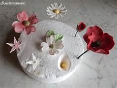 come fare i fiori con la pasta di zucchero zuccherosamente fiori in pasta di zucchero