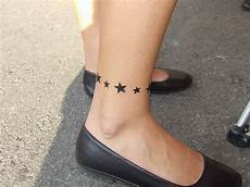 tatouage femme cheville mode simple ou horrible