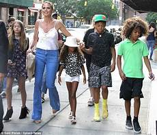 Heidi Klums Kinder - heidi klum dons retro inspired wardrobe while out with