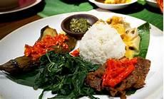 Keistimewaan Nasi Padang Sai Dibikinin Lagu Damn I