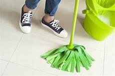 den boden wischen b 246 den reinigen wie vorgehen beim boden wischen putzen de