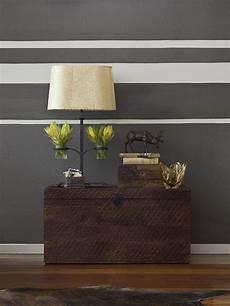 wohnzimmer streichen ideen streifen grey room with white stripes modern living room