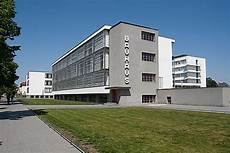 the bauhaus building by walter gropius 1925 26 school