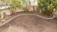 bordure de jardin en beton pose de bordures b 233 ton moul 233 es pour jardin massif