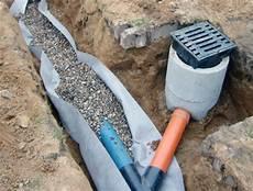 regenwasser drainage selber bauen abfluss reinigen mit