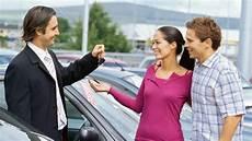 auto bar bezahlen barzahlen oder finanzieren was beim autokauf besser ist