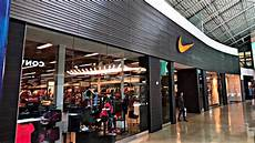 nike outlet store in a mall strange