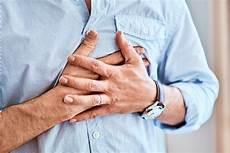 Herzschmerzen Beim Atmen Oder Unter Stress Was Tun