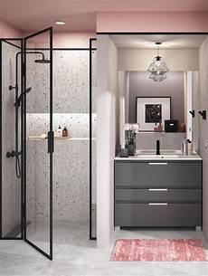 salle de bain et gris le mis en valeur par le noir le gris taupe et le