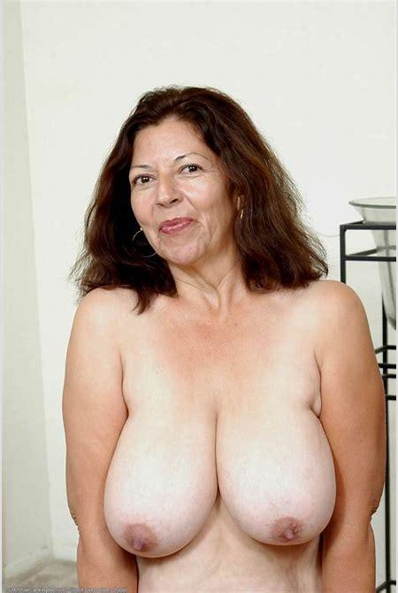Black mature big natural tits - quality pics