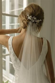 cr 232 me de la cr 232 me our favourite wedding hairstyles with veils tania maras bespoke wedding