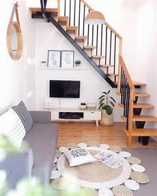 Desain Interior Ruang Santai Nonton Tv Bawah Tangga Dengan