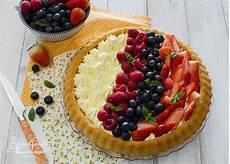 crostata con crema alla ricotta e frutti di bosco un dolce molto delicato perfetto per chiudere crostata morbida alla frutta e crema ricetta dolce furbo