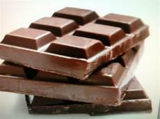 Khabarkini Termakan Coklat Berulat