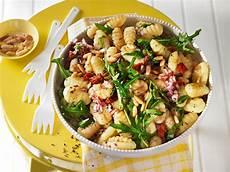 Rezepte Mit Getrockneten Tomaten - gnocchi salat mit pinienkernen und getrockneten tomaten