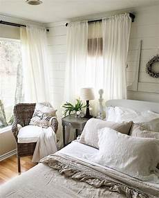 White Simple Master Bedroom Ideas by Best 25 Farmhouse Bedrooms Ideas On Modern