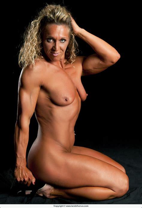 Musclegirlsnow